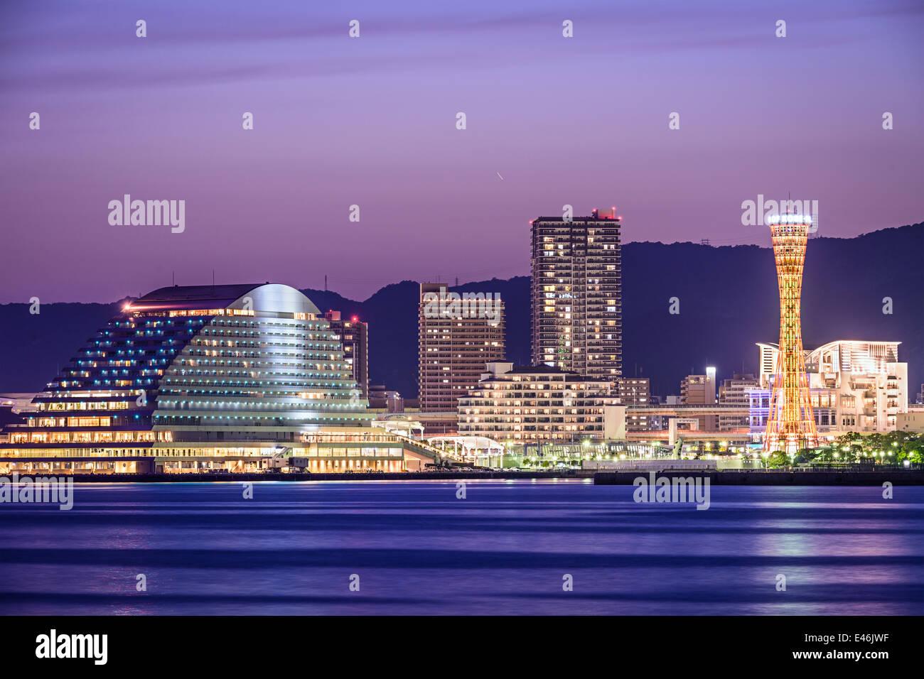 Skyline von Kobe, Japan im Hafen von Kobe. Stockbild
