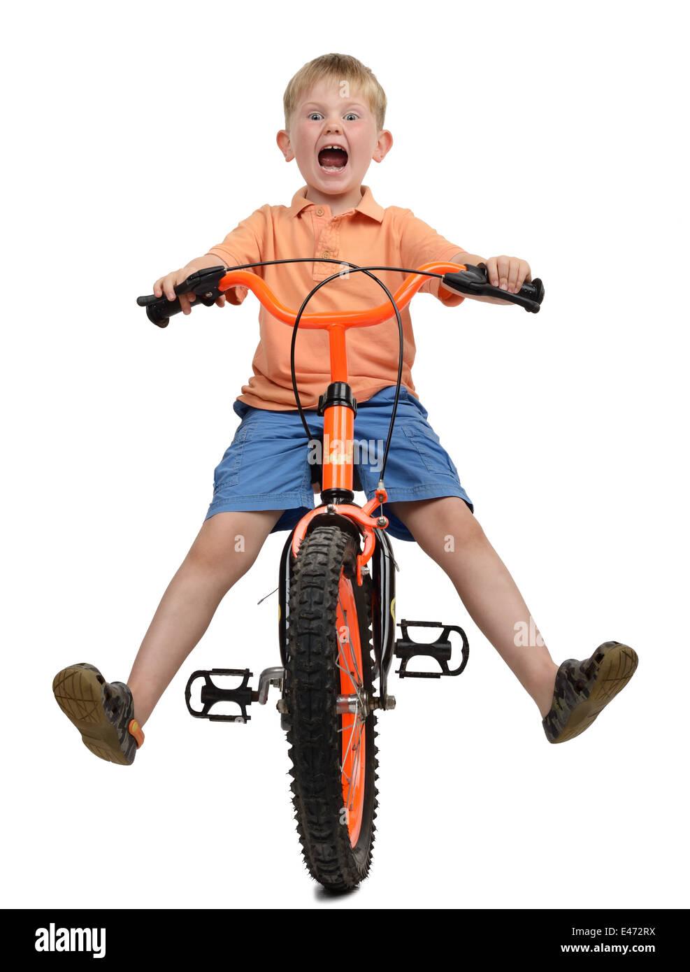 kleiner Junge über den Absturz mit einem Angst Ausdruck auf seinem Gesicht, Isolaed auf weißem Hintergrund Stockbild