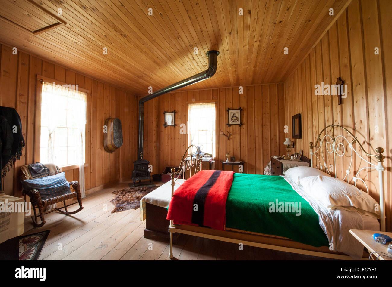 Alte Messing-Bett-Schlafzimmer im Blockhaus anzeigen Handelsposten ...
