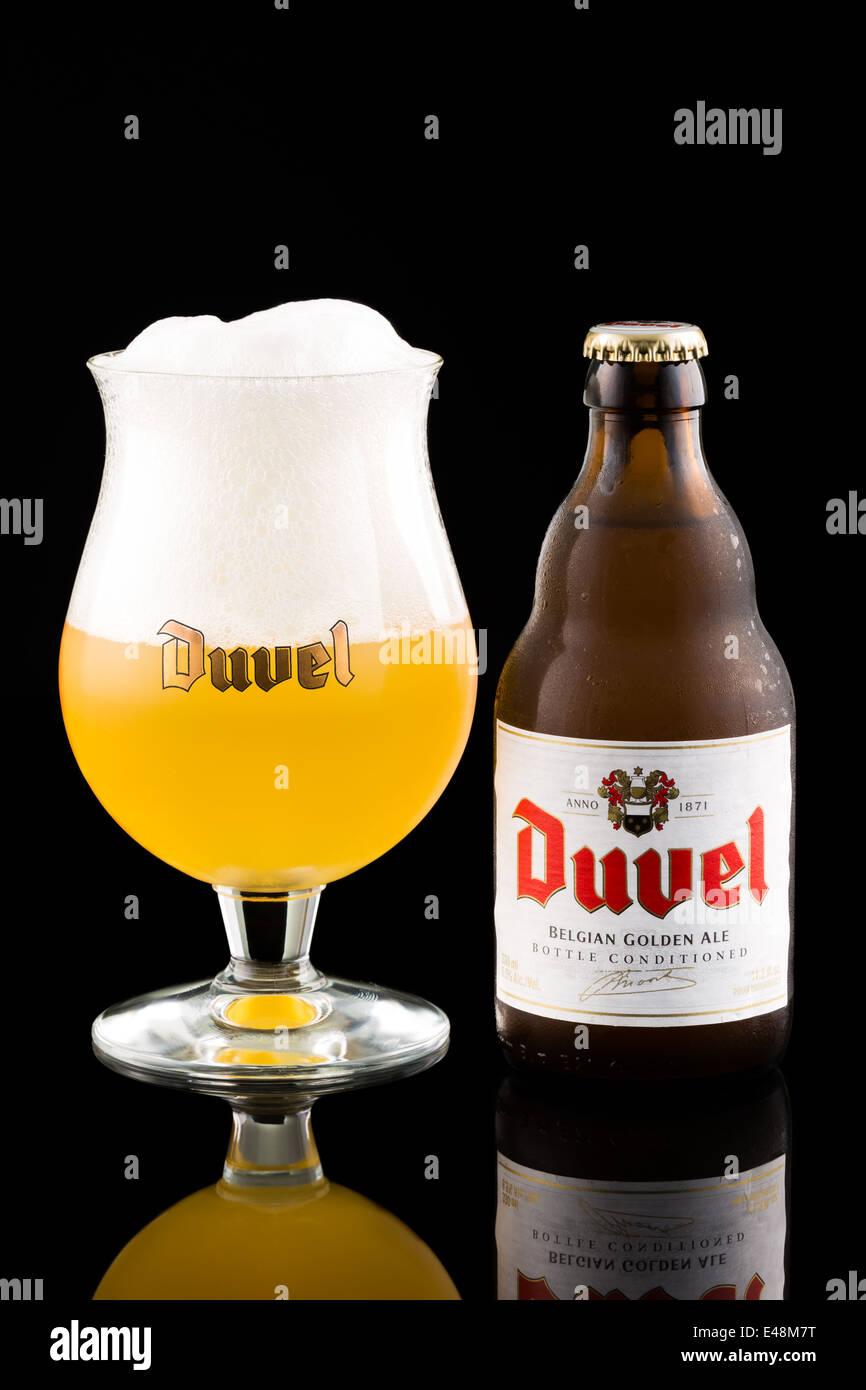 Duvel Bierflasche und Glas Stockbild