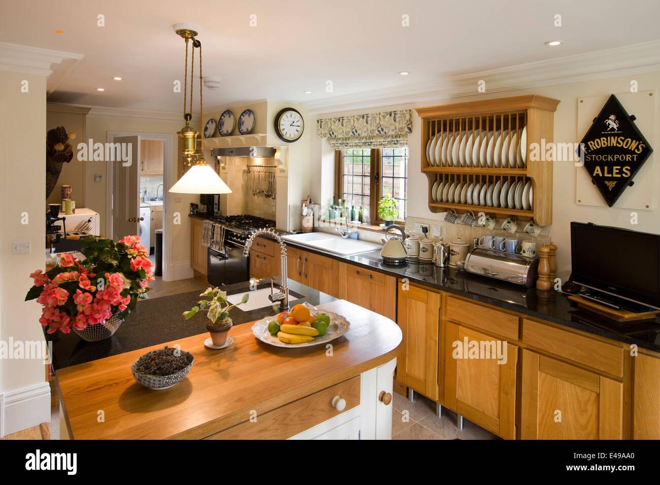 Haus, Innenräume Küche selbst gebauten Hauses auf Kunsthandwerk ...