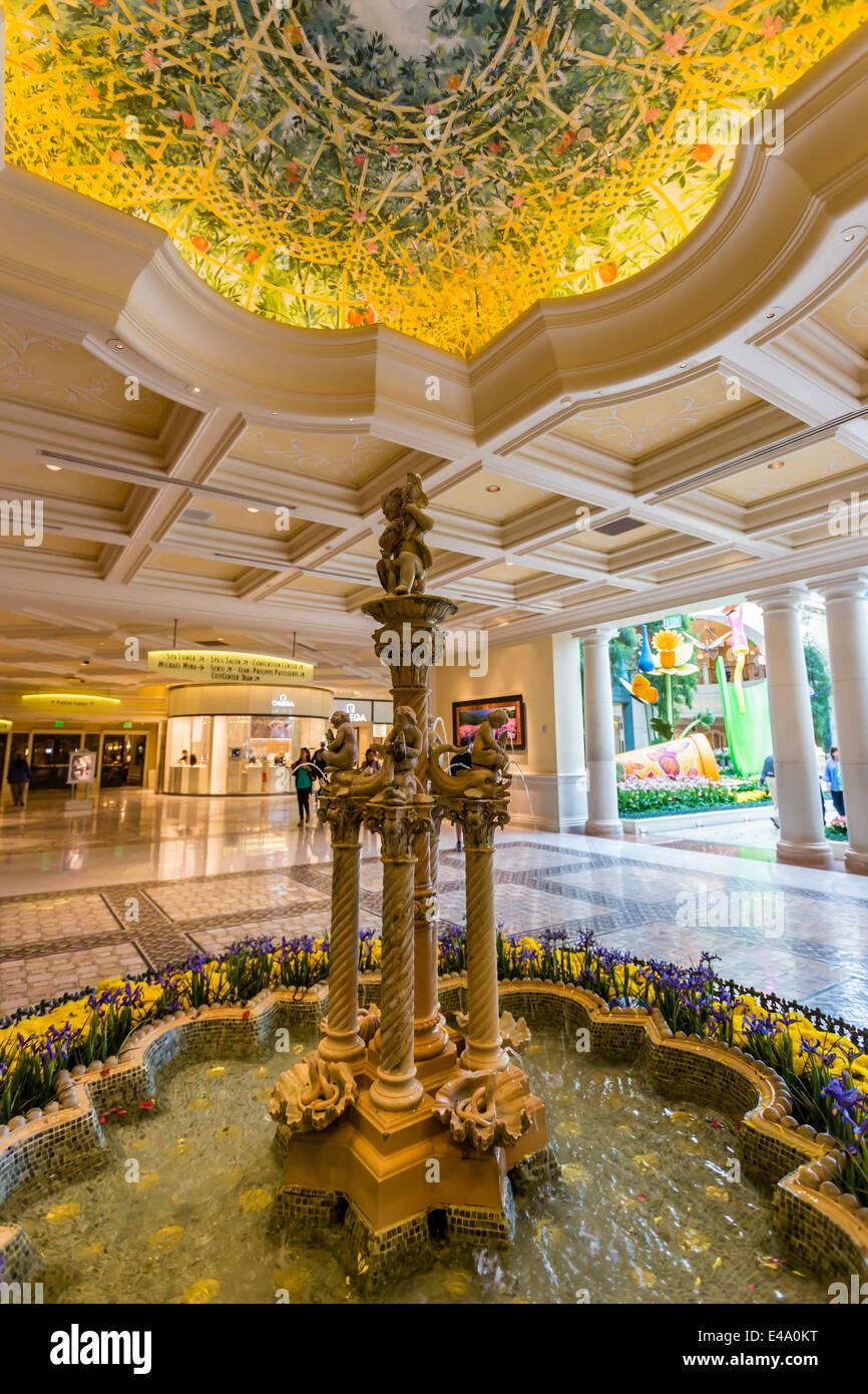 Inneren Brunnen Und Dekorative Deckenplatten, Hotel Bellagio, Las Vegas,  Nevada, Vereinigte Staaten