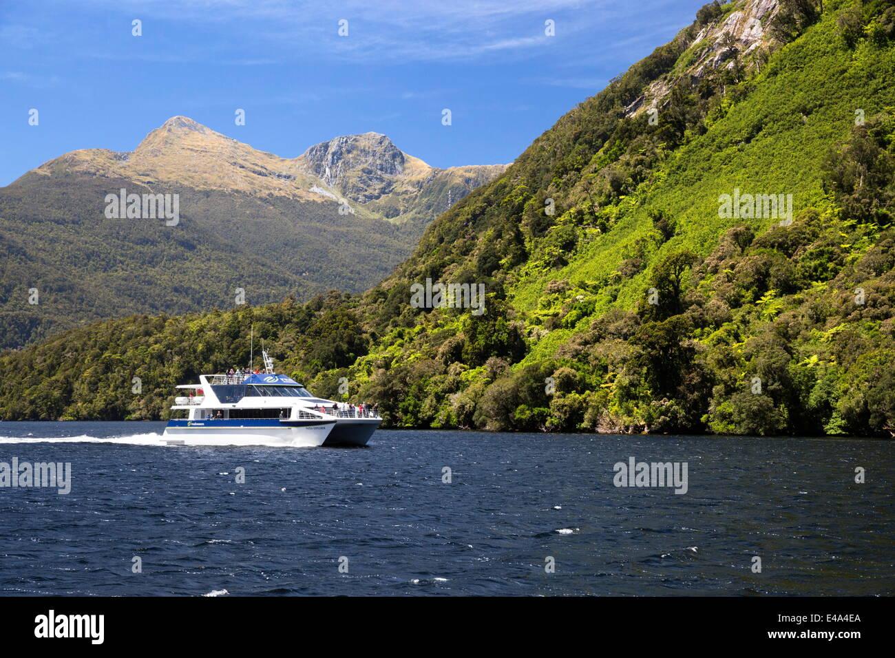 Patea Explorer Kreuzfahrtschiff, Doubtful Sound, Fjordland National Park, UNESCO, Südinsel, Neuseeland, Pazifik Stockbild