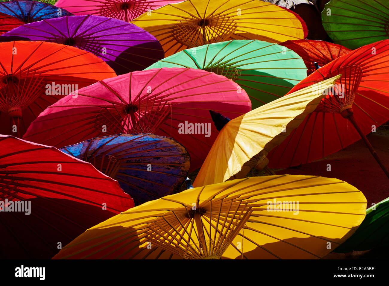 Sonnenschirme am Borsang Kunsthandwerk Dorf, Chiang Mai, Thailand, Südostasien, Asien Stockbild