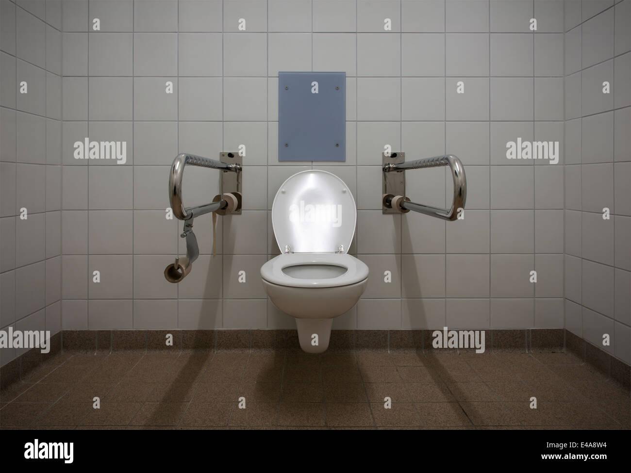 deutschland ffentliche toilette f r behinderte stockfoto bild 71526592 alamy. Black Bedroom Furniture Sets. Home Design Ideas