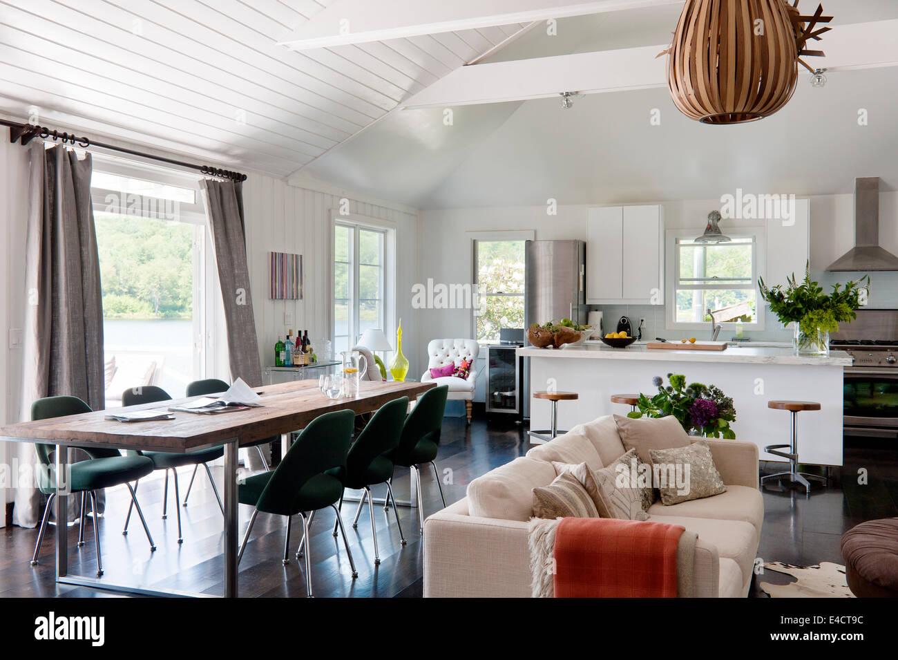 Kronleuchter Modern Ikea ~ Weiße offene wohnraum mit ikea küchenmöbel knoll saarinen