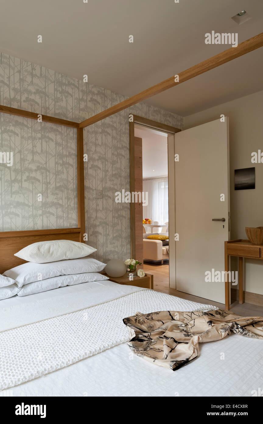 Verspiegelte Schrankwand im Schlafzimmer mit Hana Eiche Himmelbett ...