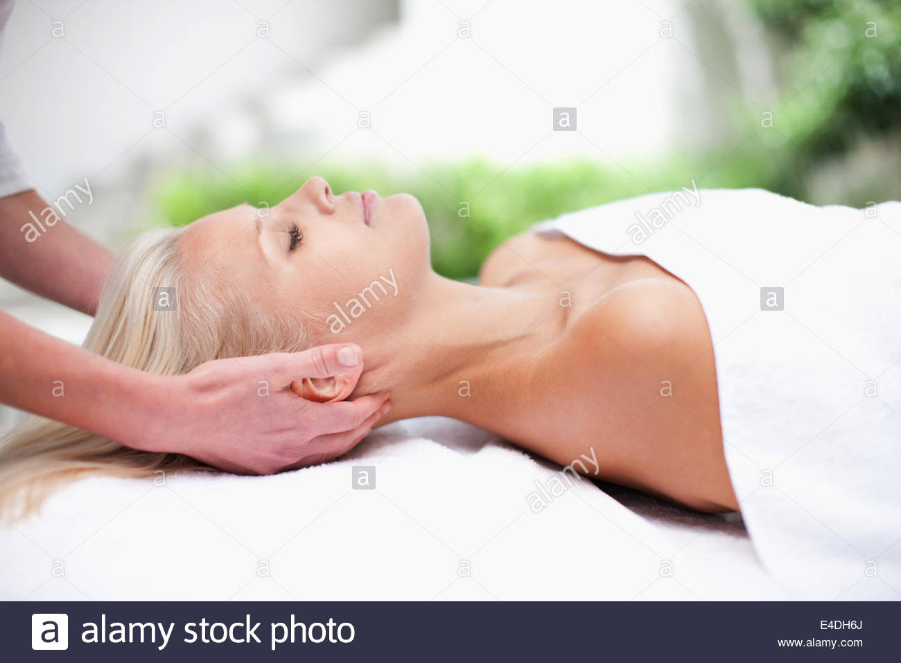 Frau, an die massage Stockbild