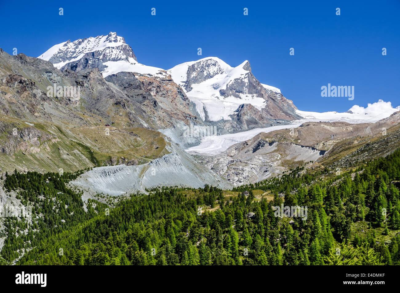 Zermatt, Schweiz. Berglandschaft mit Strahlhorn (4190 m) und Findelen Gletscher Walliser Alpen Stockbild