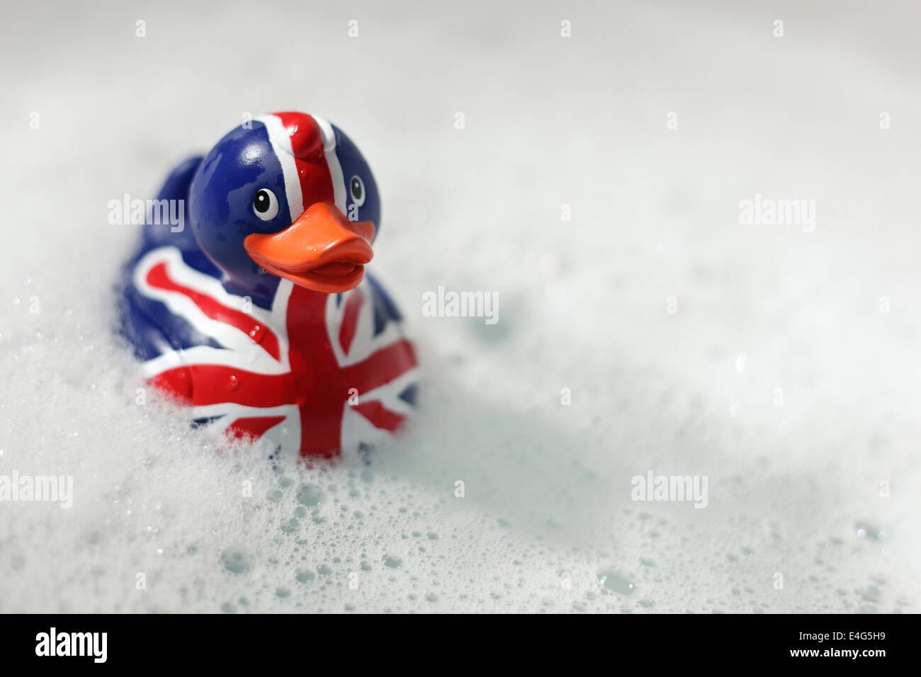 Britische Flagge Quietscheente in der Badewanne Stockbild