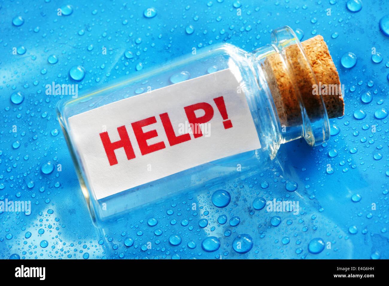 Eine Flaschenpost Hilfe Stockbild