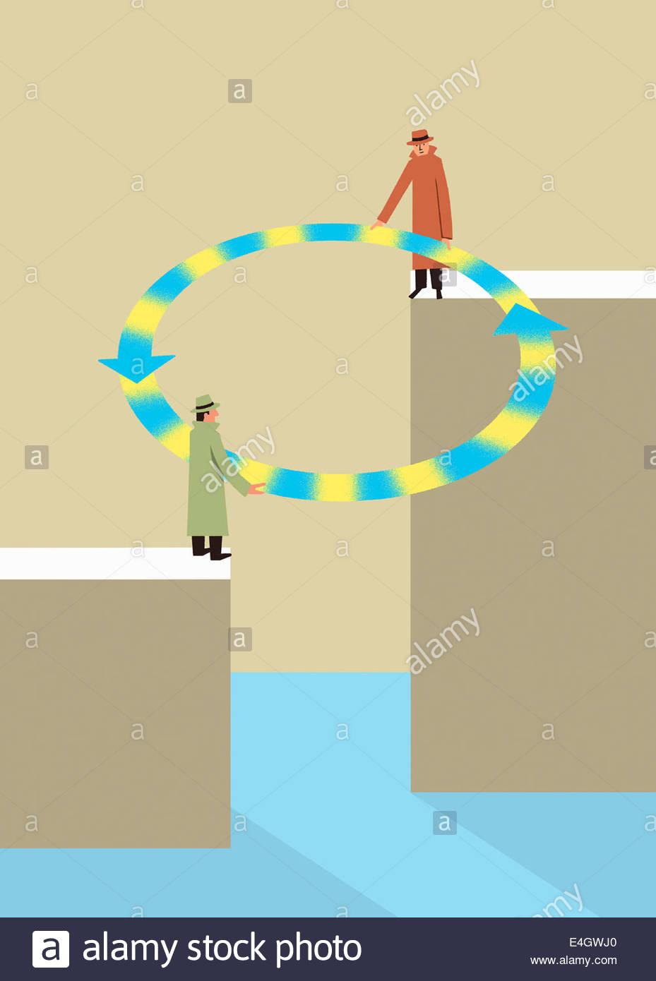 Geschäftsleute, die die Lücke mit Kreis der Pfeile Stockbild