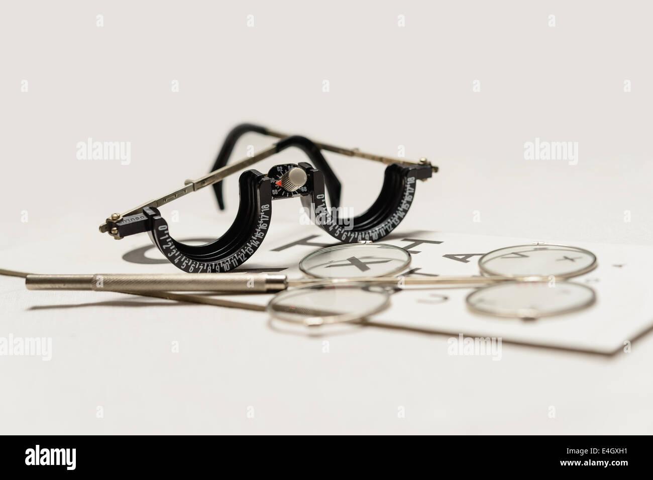 Ein Oculus Hälfte-Auge trial Frame und Fernglas wirbeln Bestätigung ...
