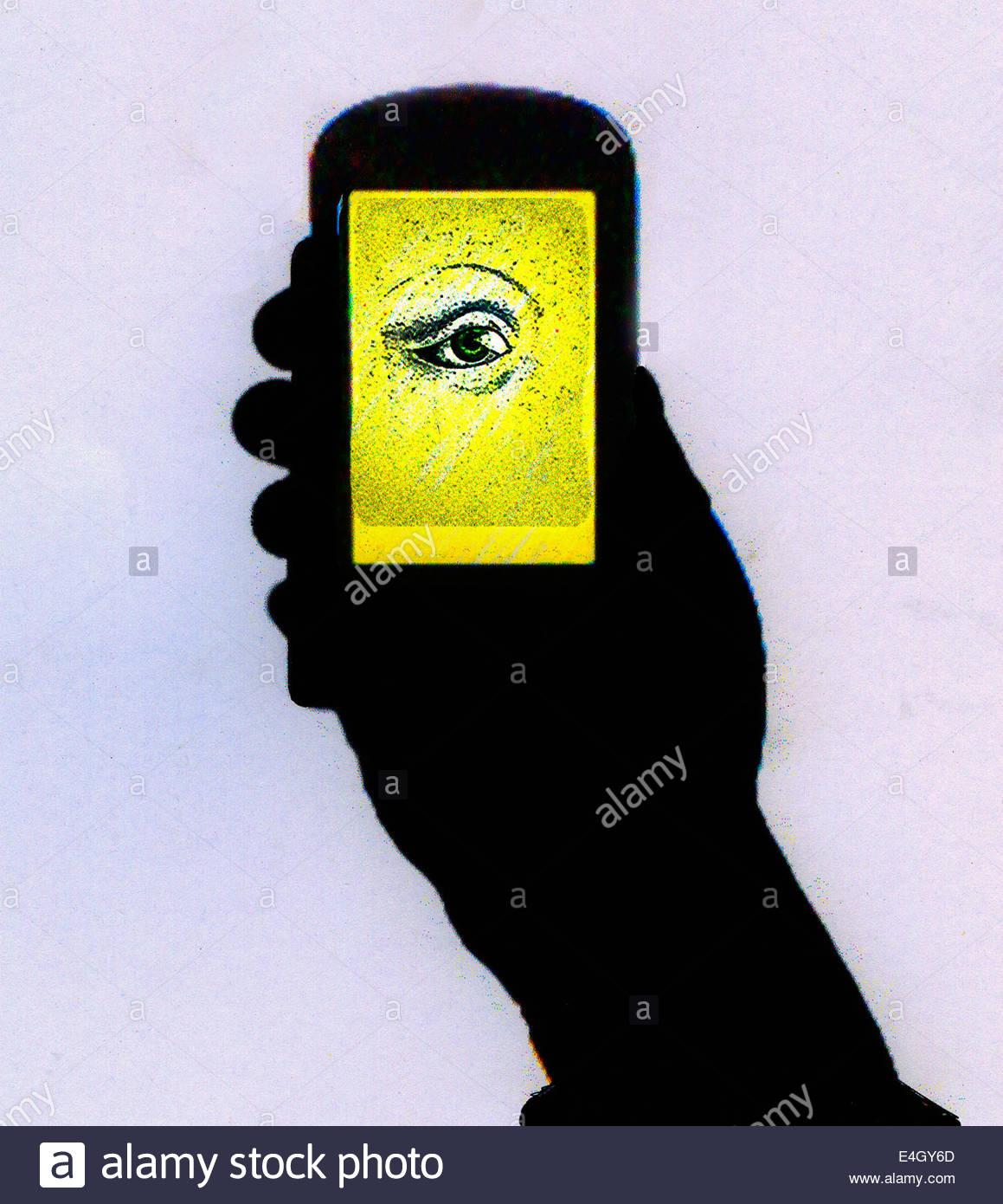 Silhouette der Hand Handy mit leuchtenden Augen, die auf dem Bildschirm Stockbild