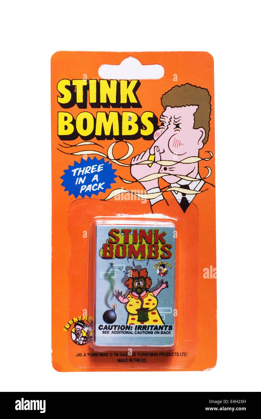 Ein Paket von 3 Stinkbomben auf weißem Hintergrund Stockbild