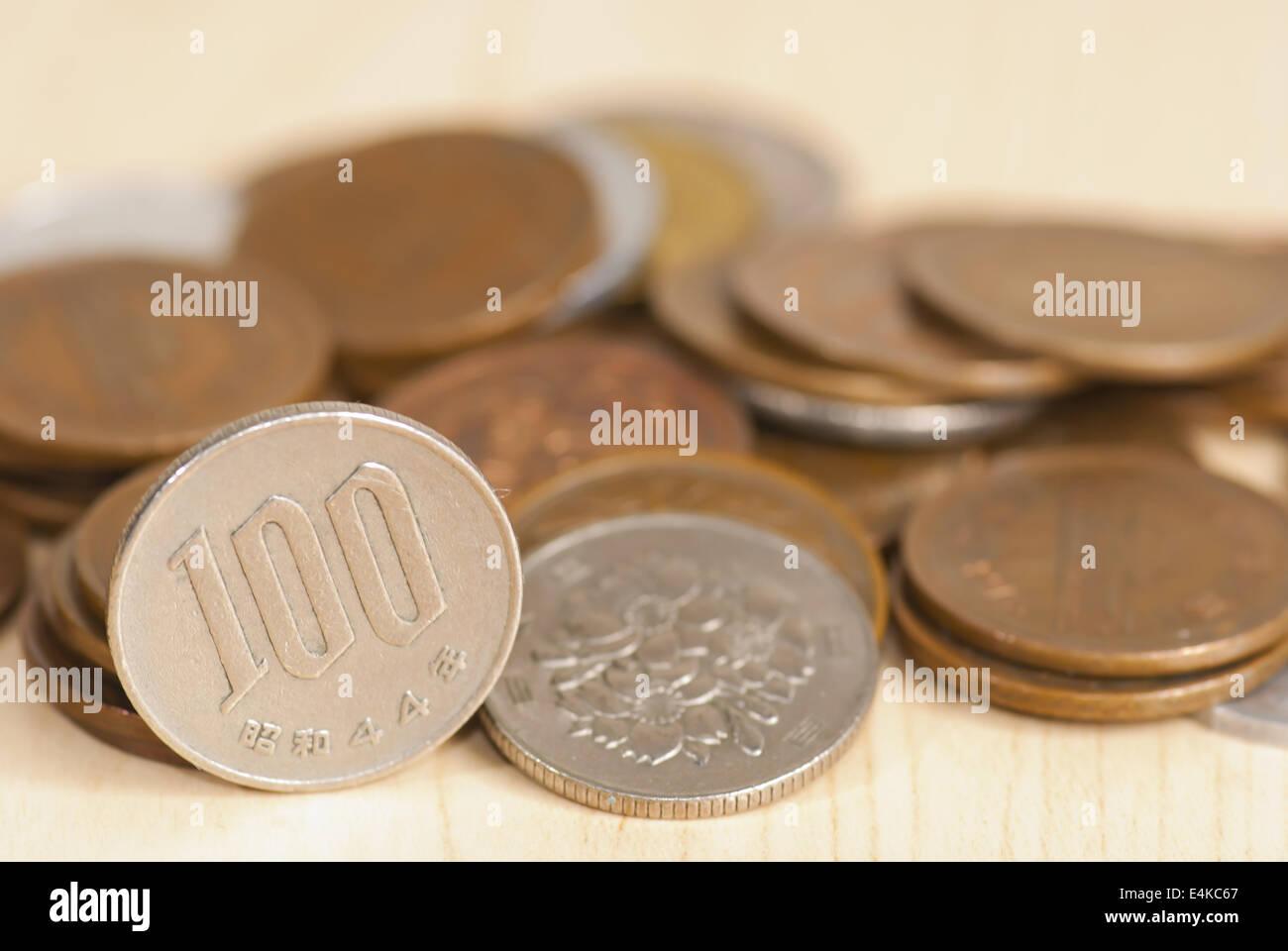 Die Japanischen 100 Yen Münze Stockfoto Bild 71726767 Alamy