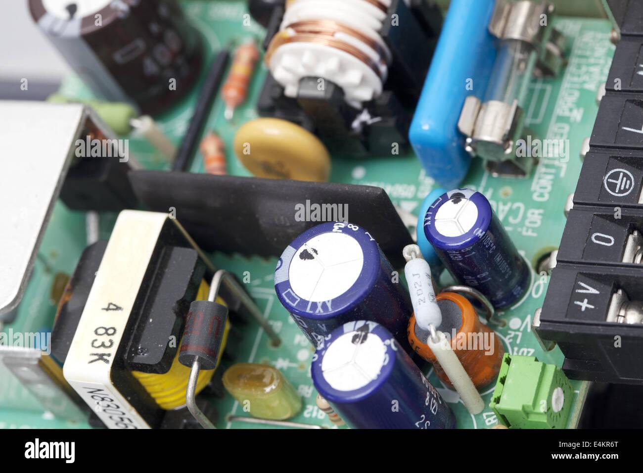 Groß Analoge Elektronische Schaltkreise Fotos - Elektrische ...