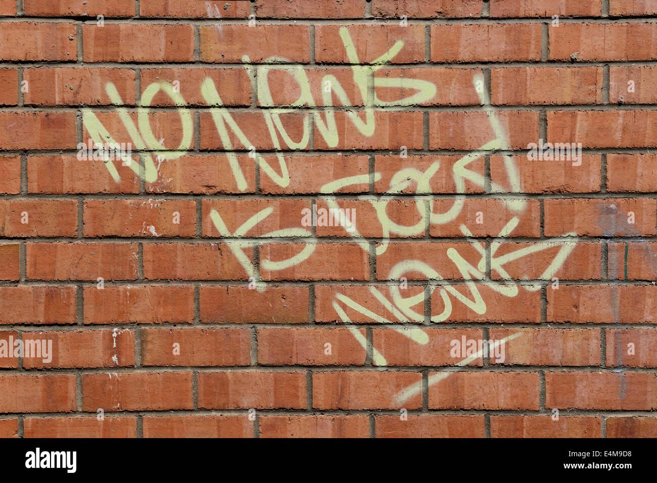 Keine Nachrichten sind gute Nachrichten Slogan auf eine Mauer Stockbild