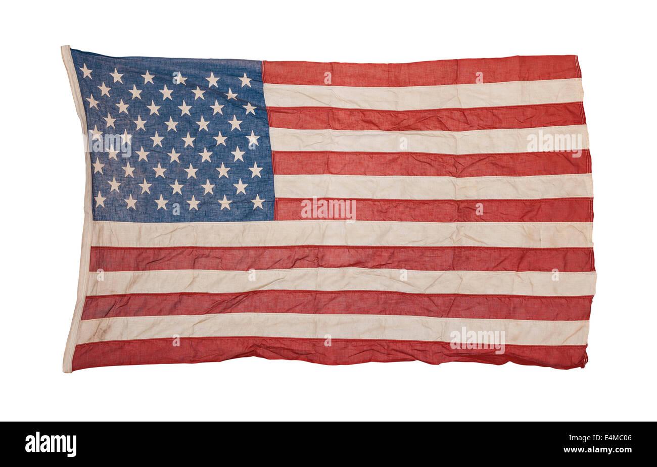 Verwitterte amerikanische Flagge isoliert auf weißem Hintergrund Stockbild