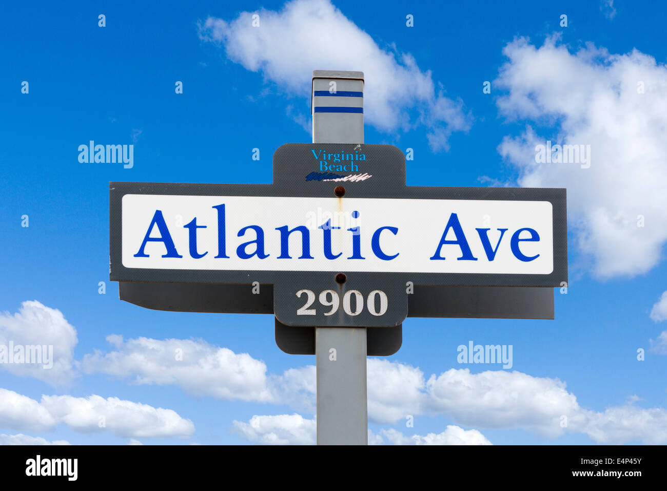 Atlantic Avenue Straßenschild in Virginia Beach, Virginia, USA Stockbild