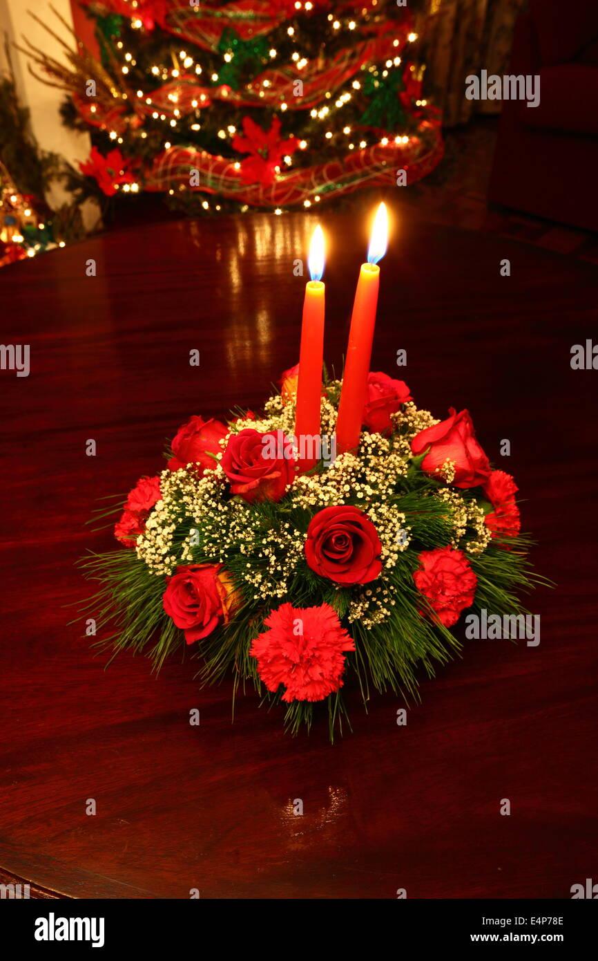 Weihnachten Tischdekoration Mit Roten Rosen Nelken Und Kerzen