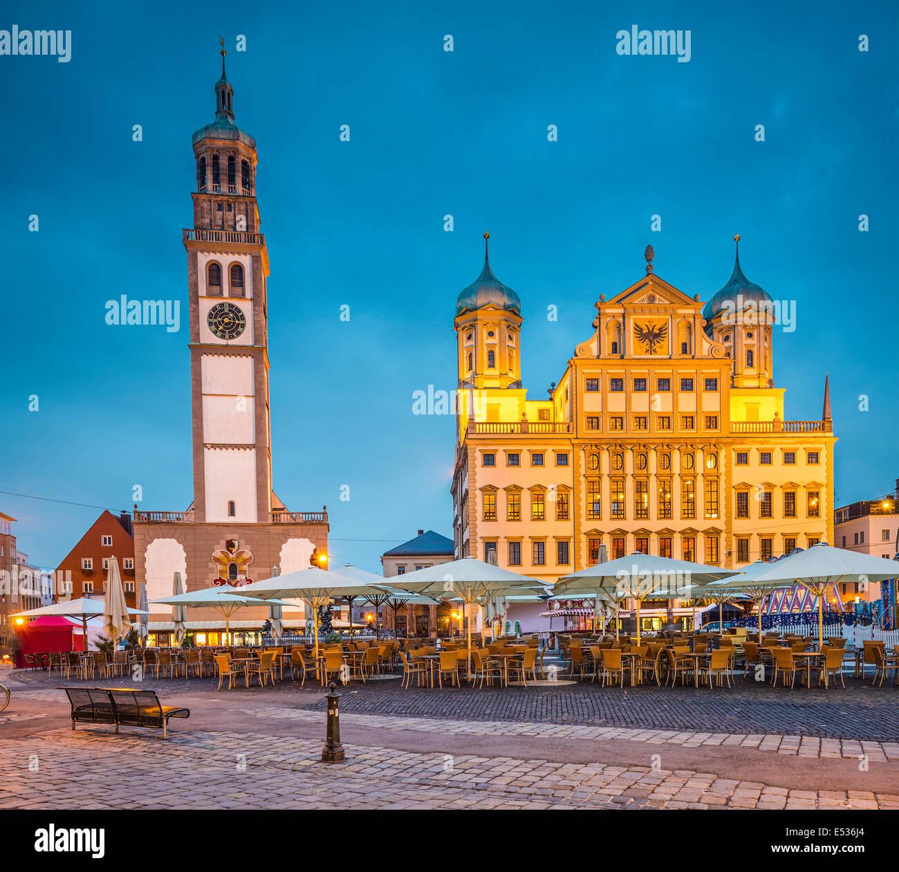 Augsburg, Deutschland Stadtbild am Rathausplatz Plaza. Stockbild