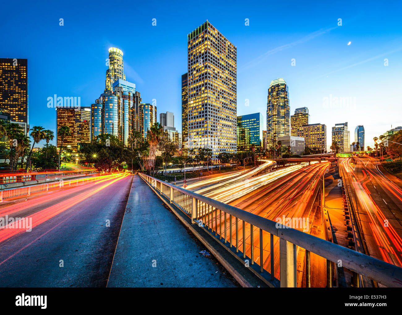 Los Angeles, Kalifornien, USA downtown Skyline bei Nacht. Stockfoto