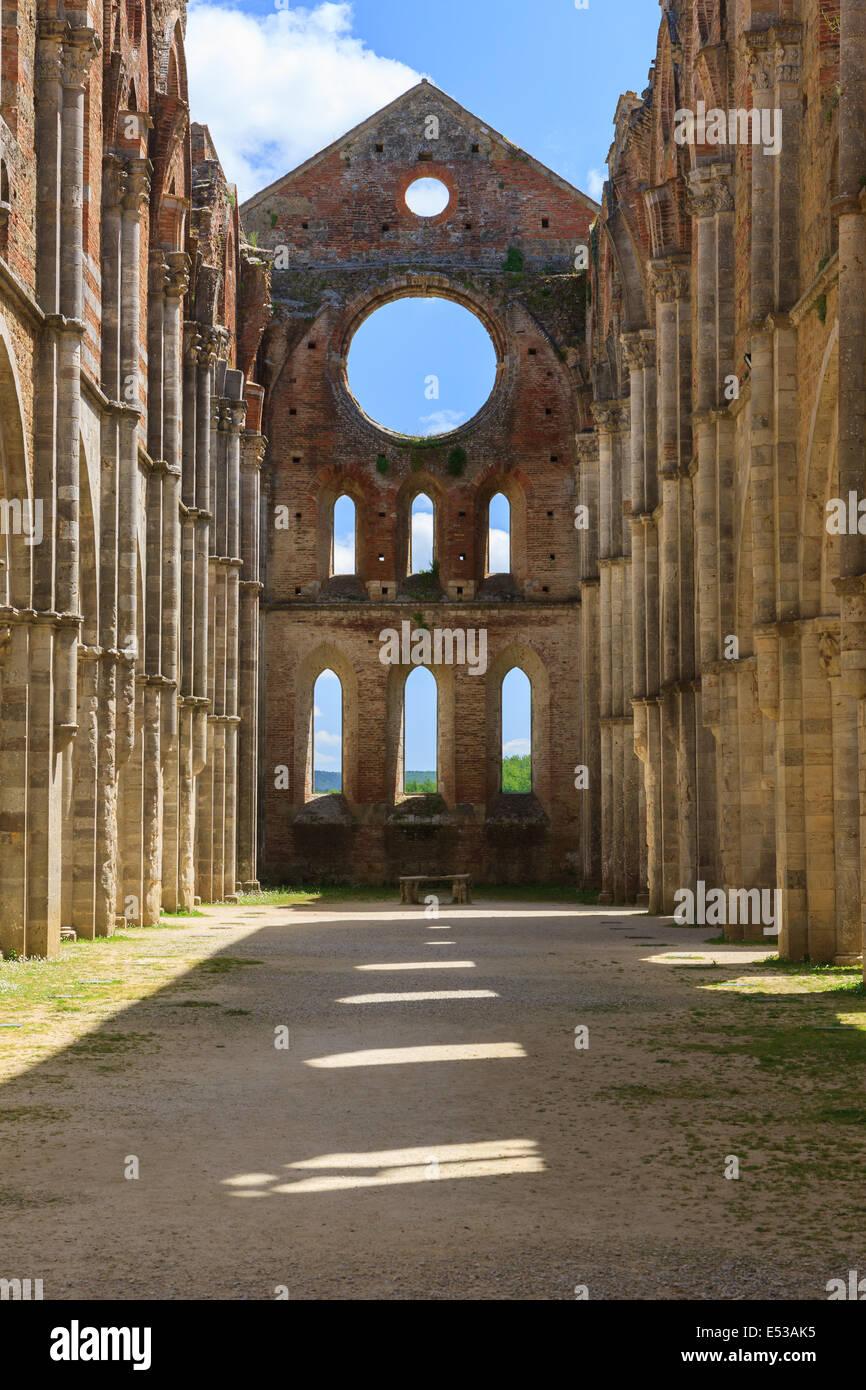 Der monumentale Komplex der Heilige Galgano steigt etwa 30 km westlich von Siena, bis zur Grenze mit der Provinz Stockbild