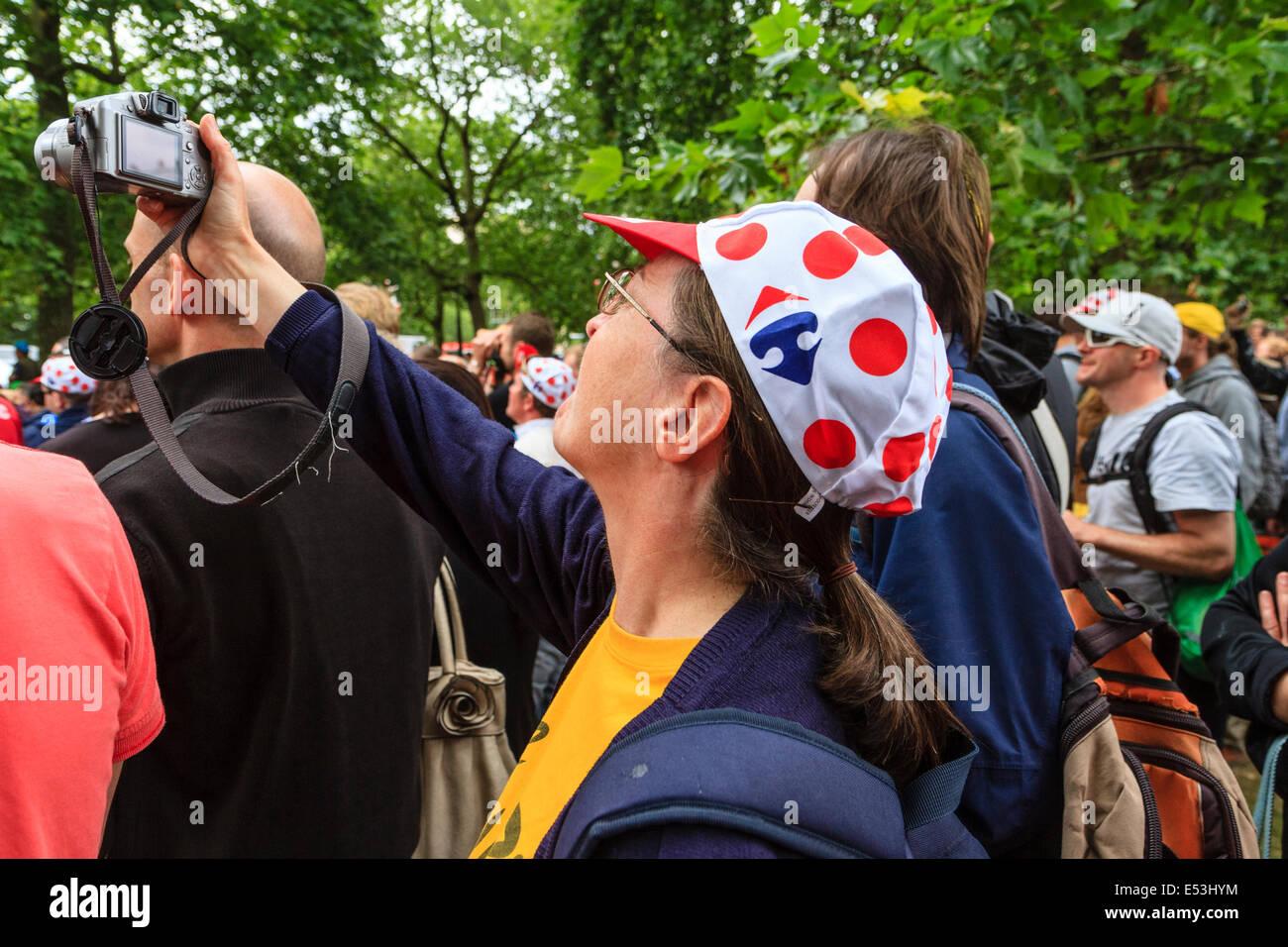 Fotografieren auf der dritten Etappe Tour De France 2014, London UK Zuschauer Stockbild