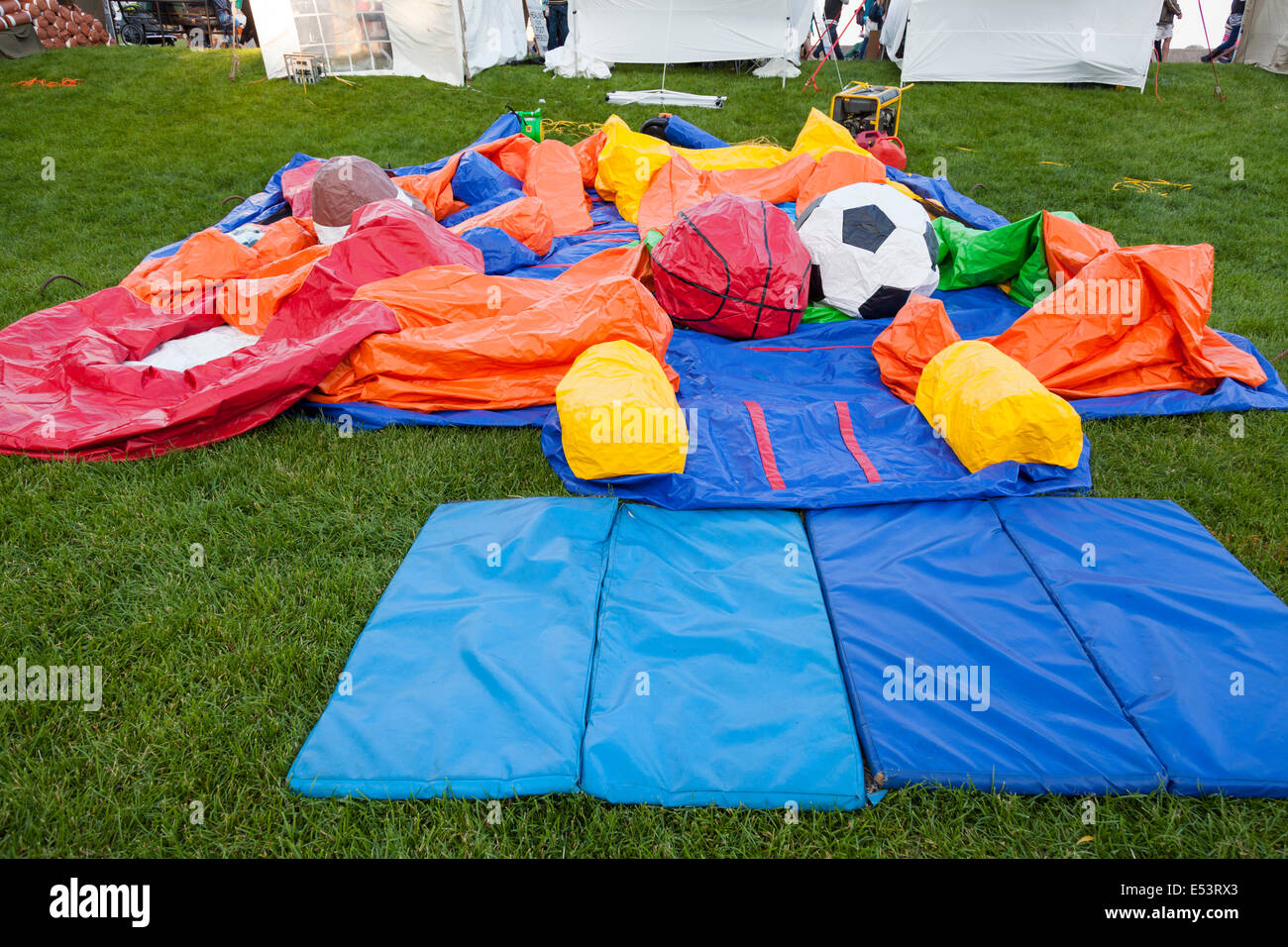 "Deflationierten Hüpfburg auf das ""Sound of Music Festival"" im Spencer Smith Park in Burlington, Ontario, Stockbild"