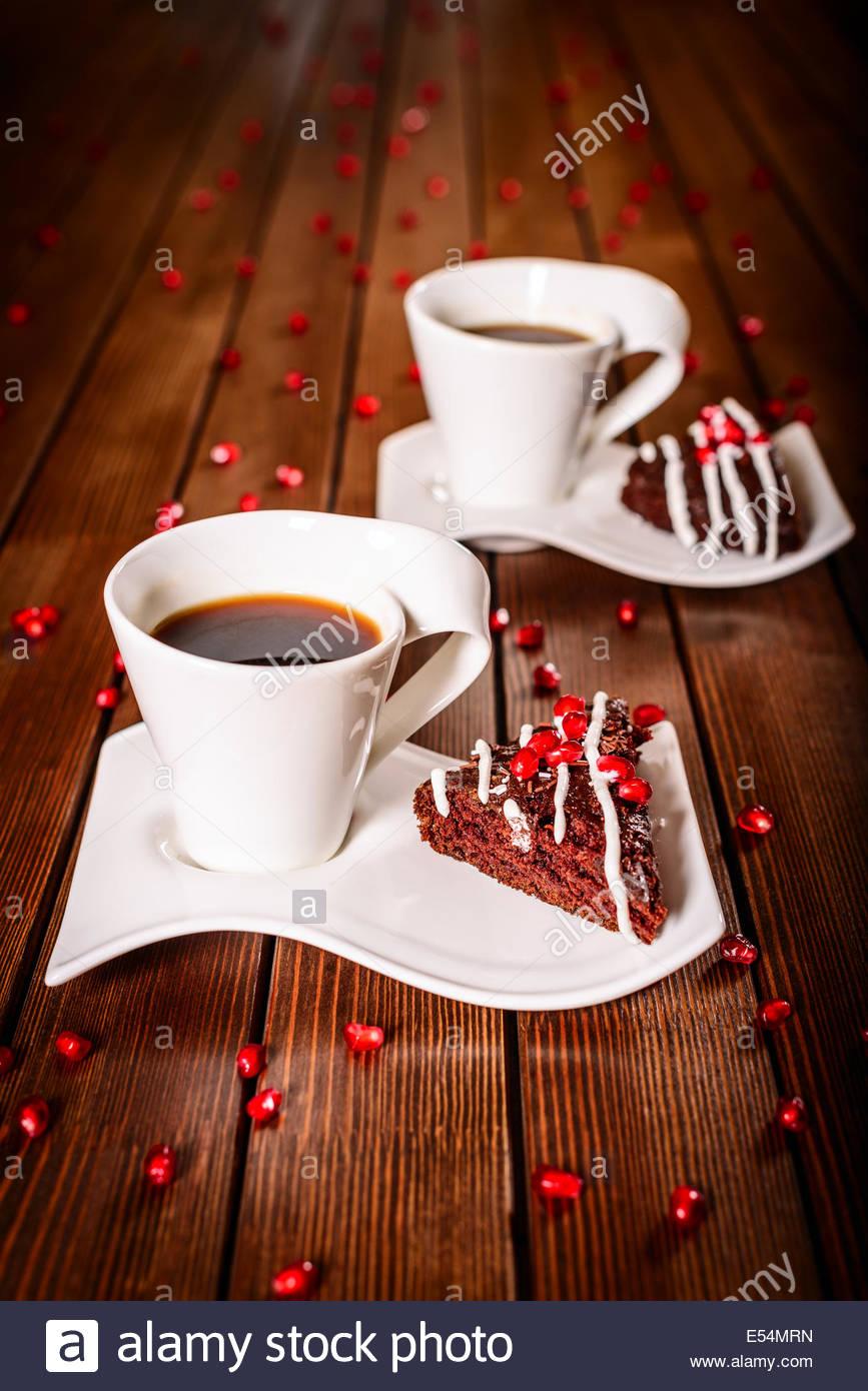 Weihnachten Schokolade Kuchen Dessert Mit Granatapfel Und Tassen