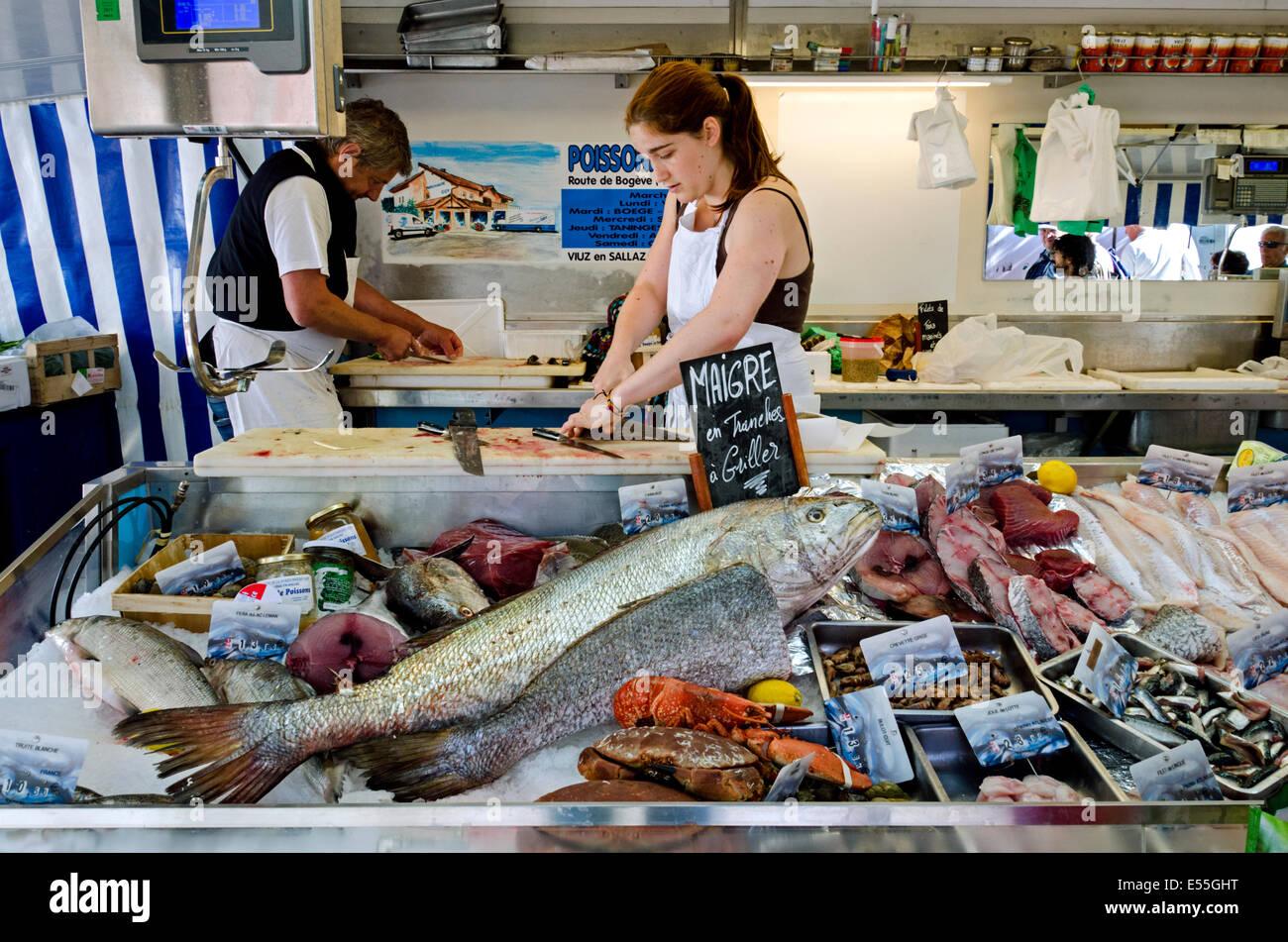 Female fishmonger stockfotos female fishmonger bilder for Franks fish market