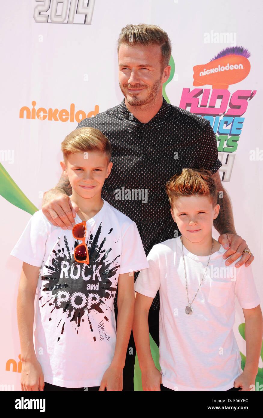DAVID BECKHAM, englischer Fußballspieler mit Söhnen Romeo auf der linken Seite und Cruz Stockbild