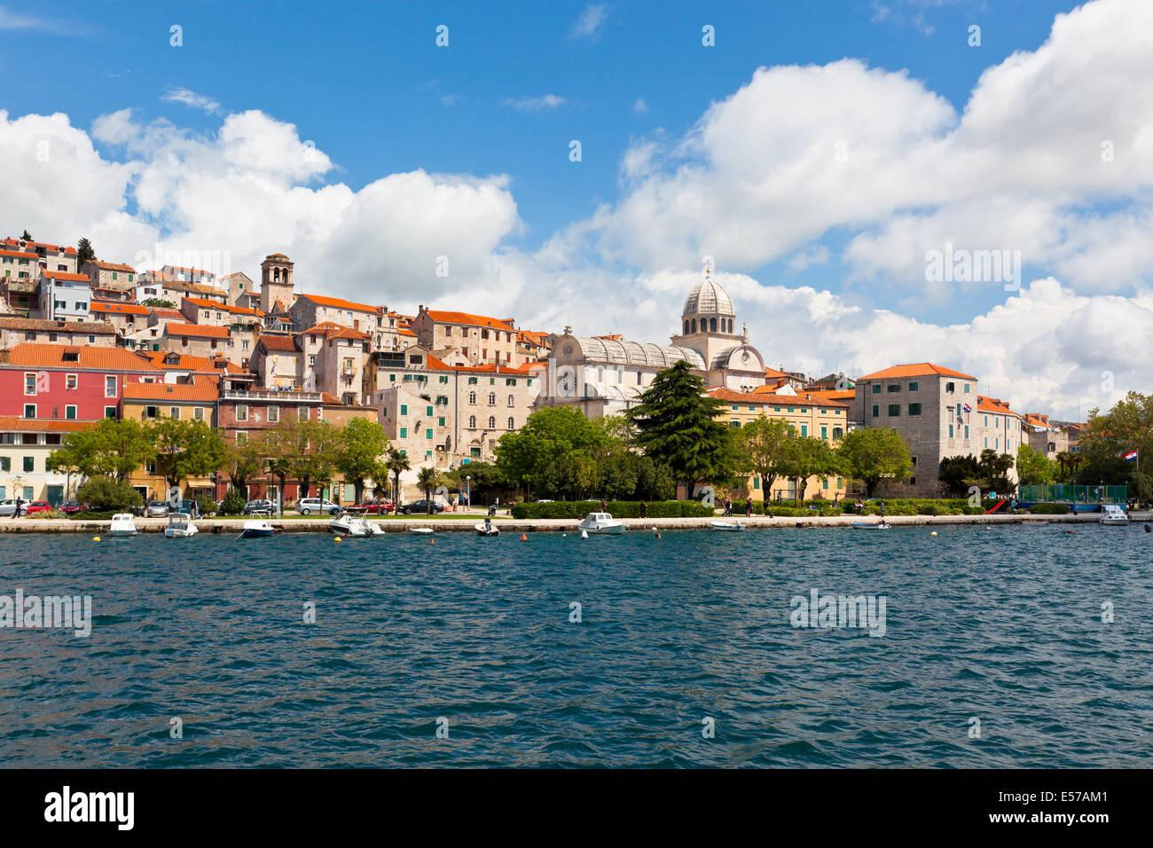 Sibenik ist eine historische Stadt und Hafen an der Adria in Kroatien Stockbild
