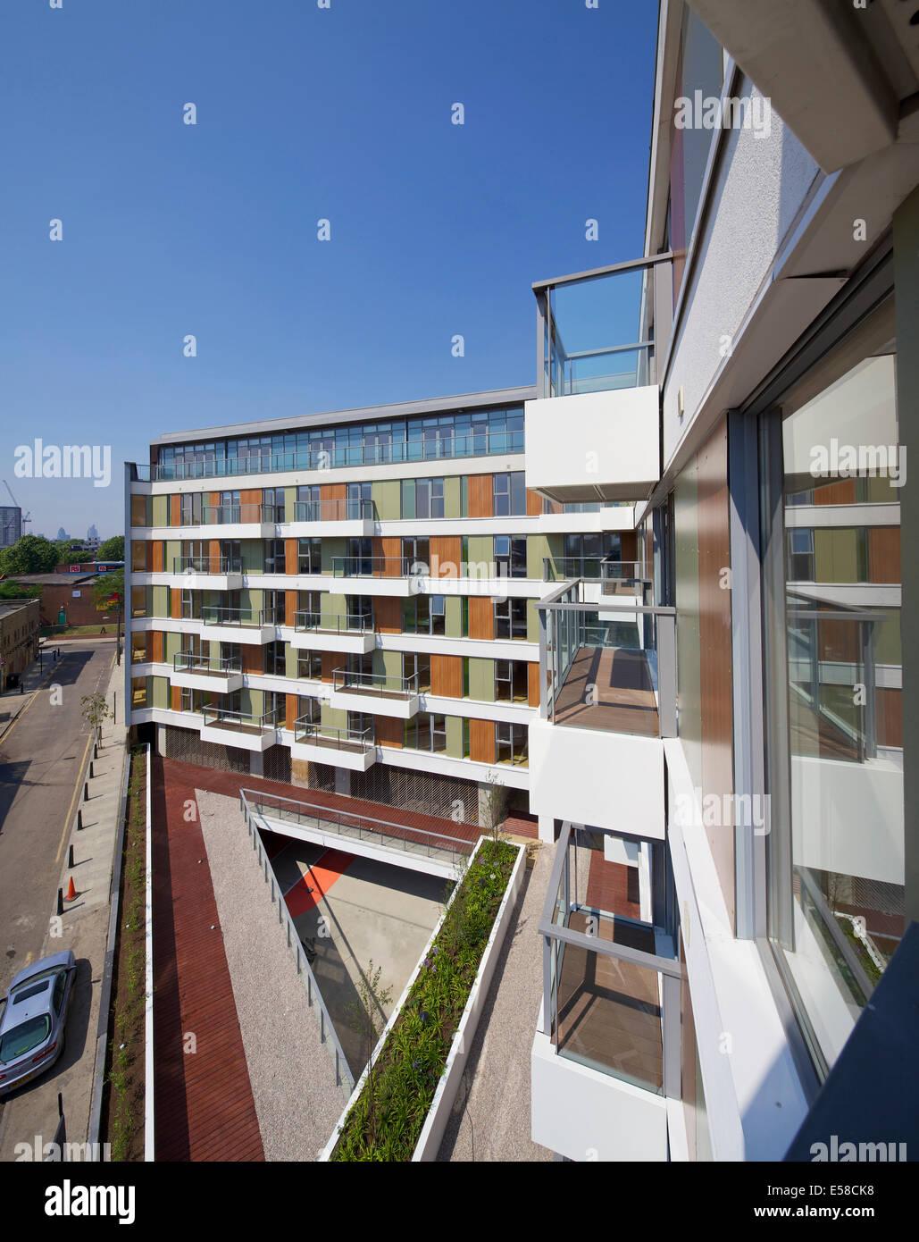 Balkon-Fassade am 419 Docht Lane in London. Neue Wohnungen gebaut von Entwicklung Securities Plc gegenüber Stockbild