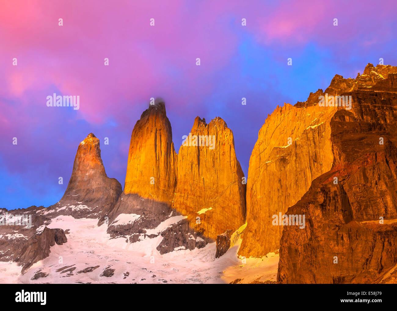 Wunderschönen Sonnenaufgang im Torres del Paine Nationalpark, Patagonien, Chile Stockbild