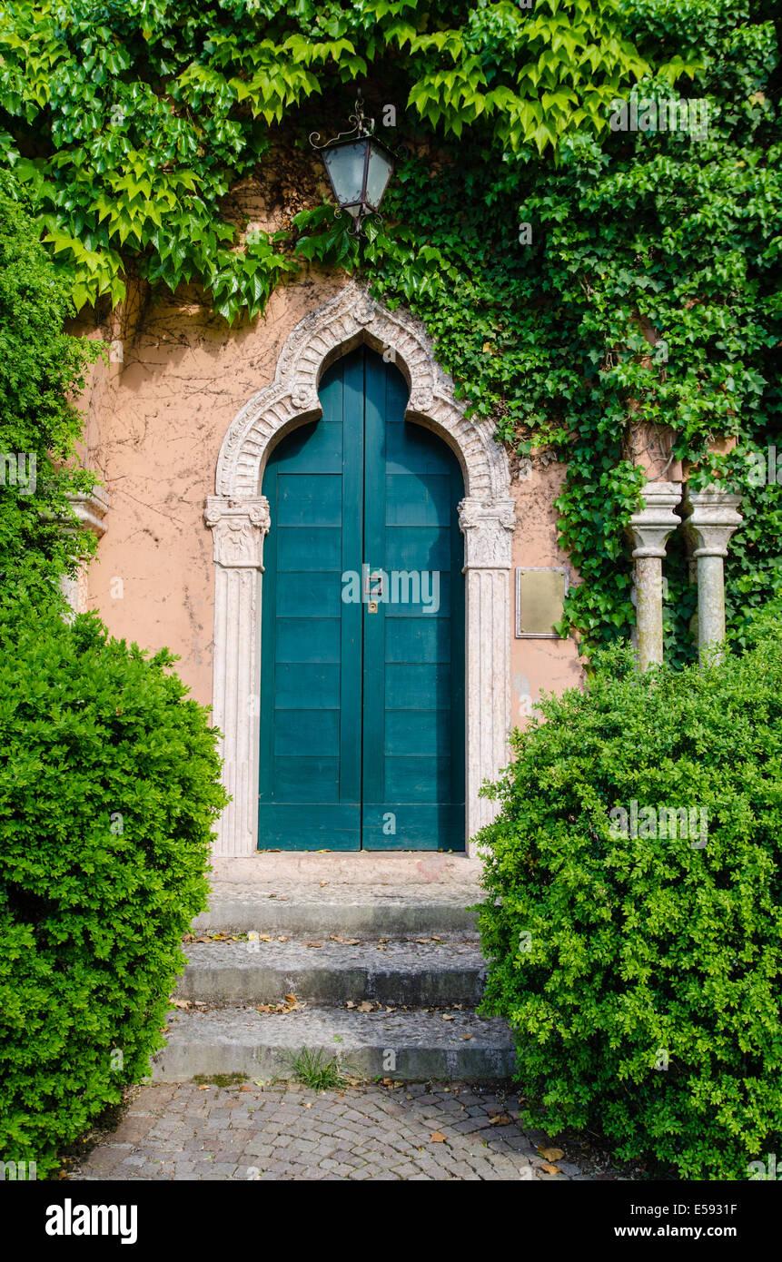 Alte, Geheimnisvolle Tür Im Garten