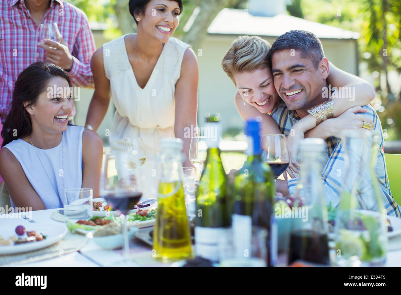 Entspannende zusammen auf Party Freunde Stockbild