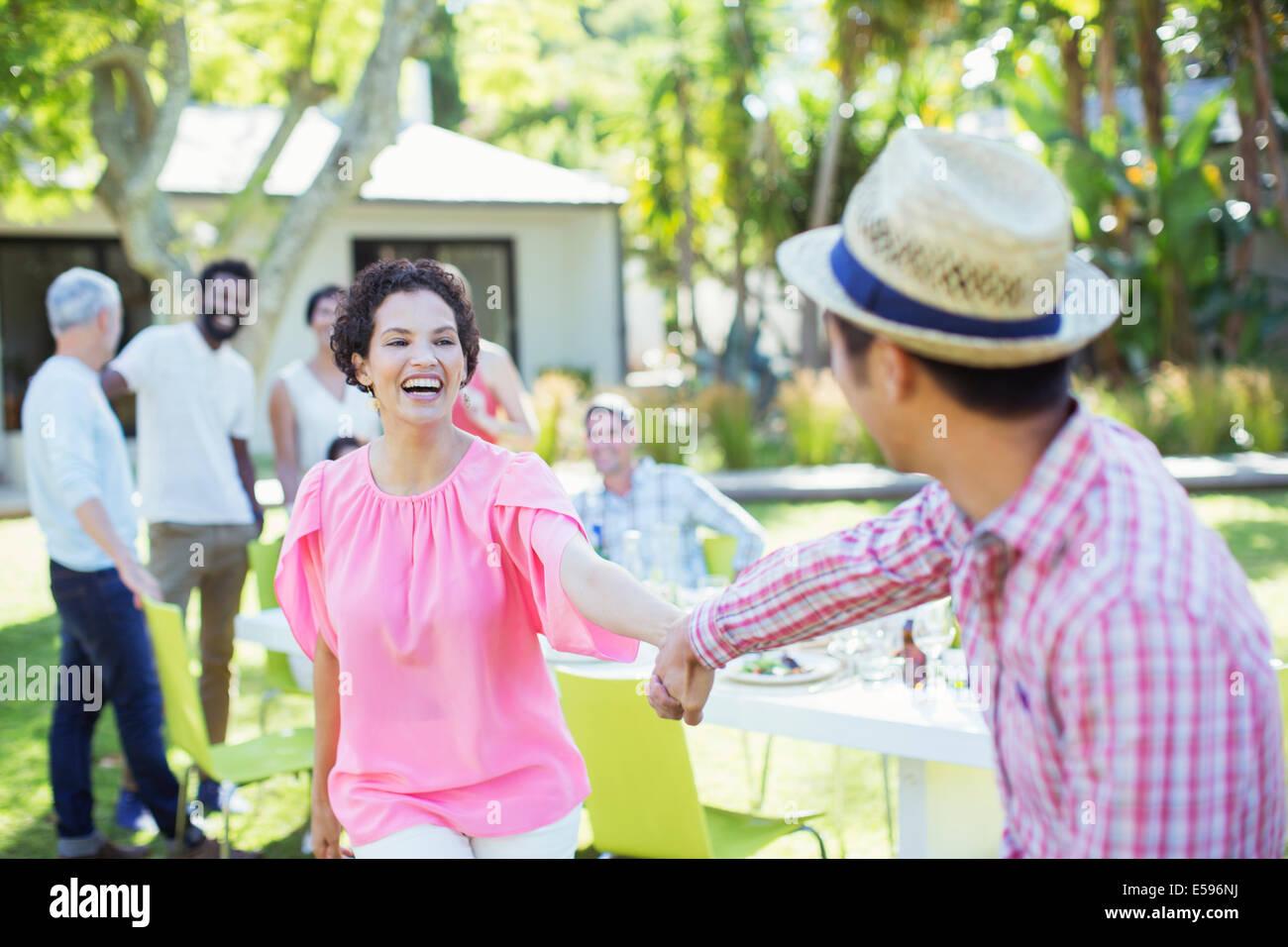 Paare tanzen auf party Stockbild