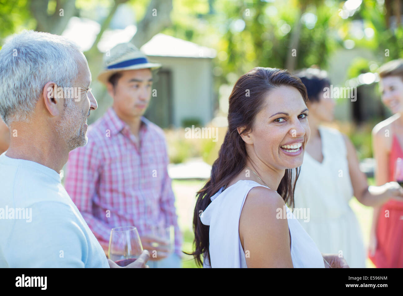 Auf Party lachende Frau Stockbild