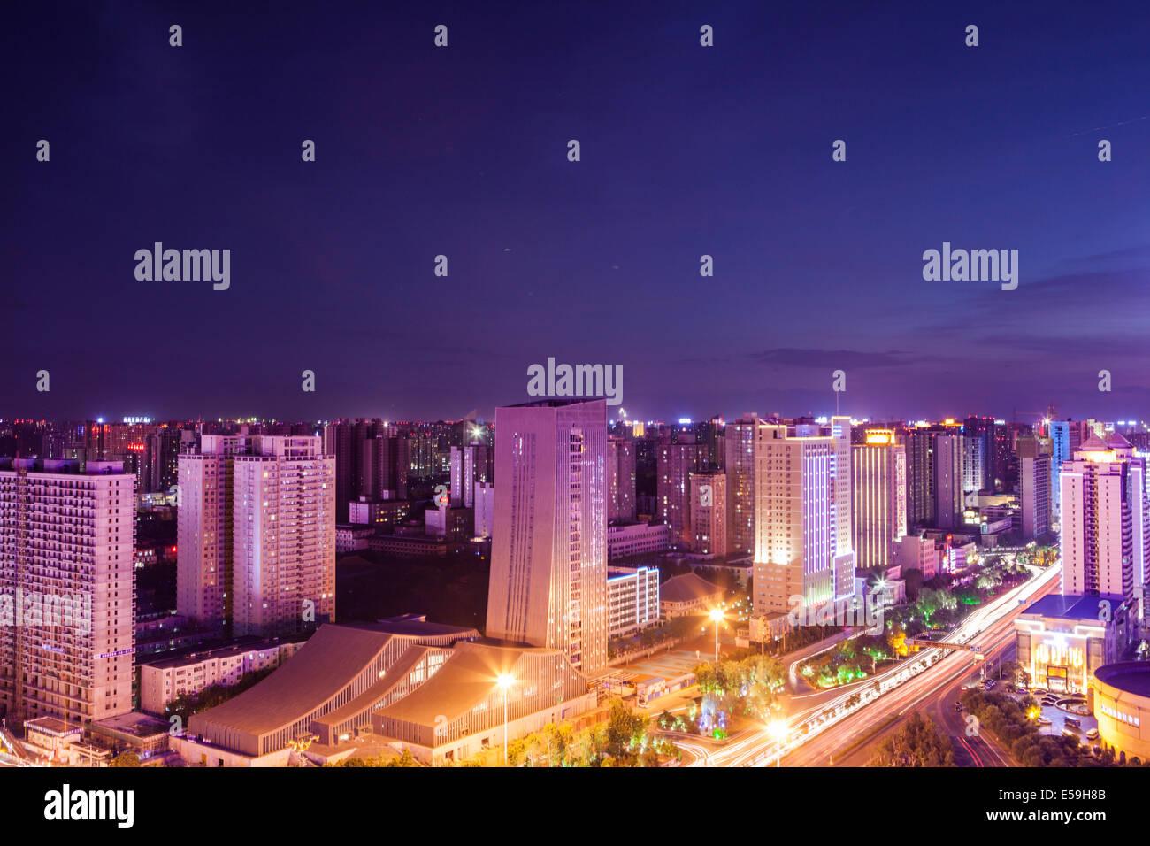Stadtbild bei Nacht in Xian Stockbild