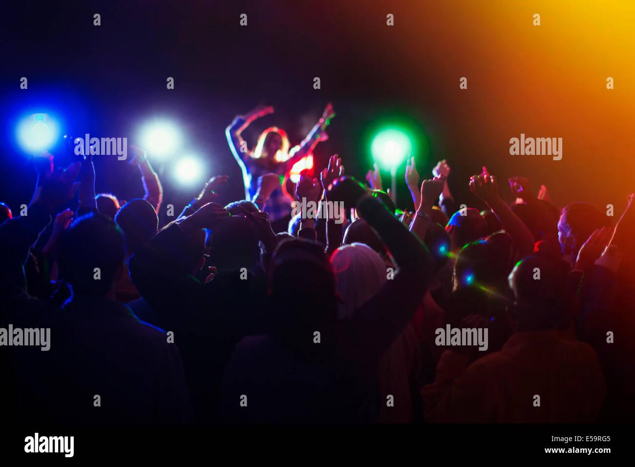 Publikum genießen Musikkonzert Stockbild