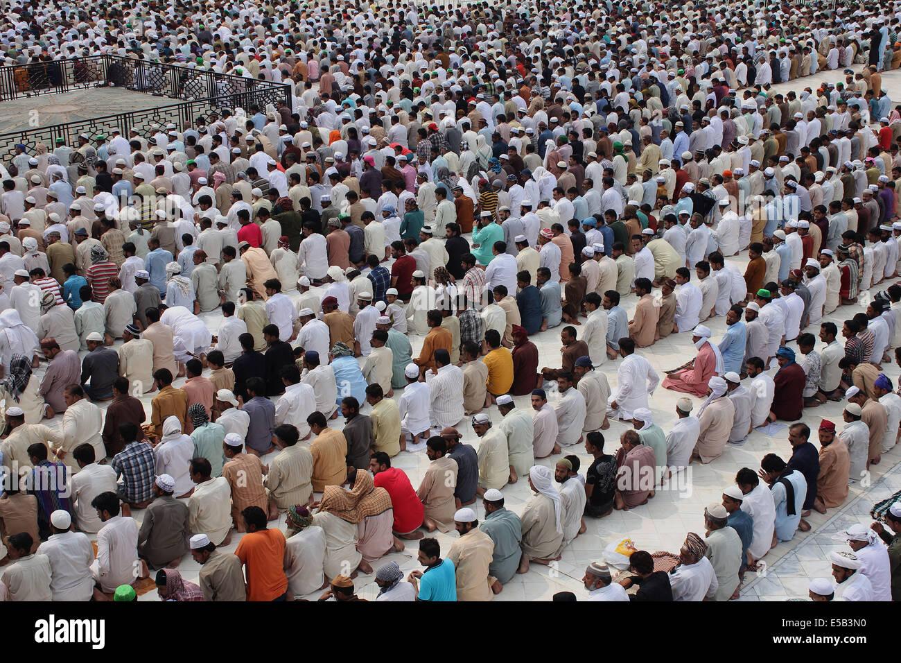 Gemeinschaftsgebet aus Daan Nur Virus anhaken