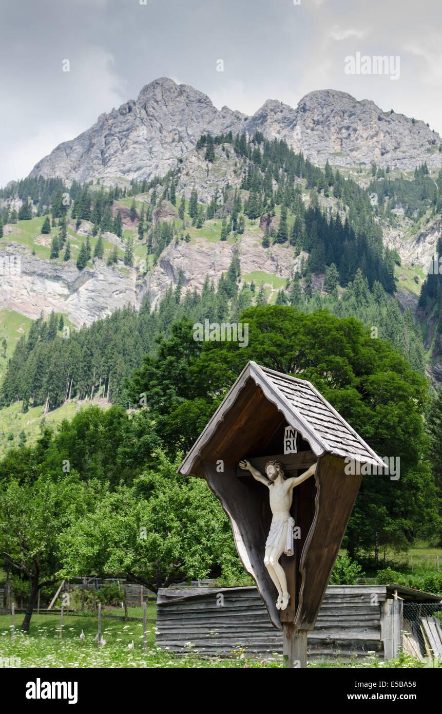 Bildstock vor Bergen in den österreichischen Alpen Stockbild
