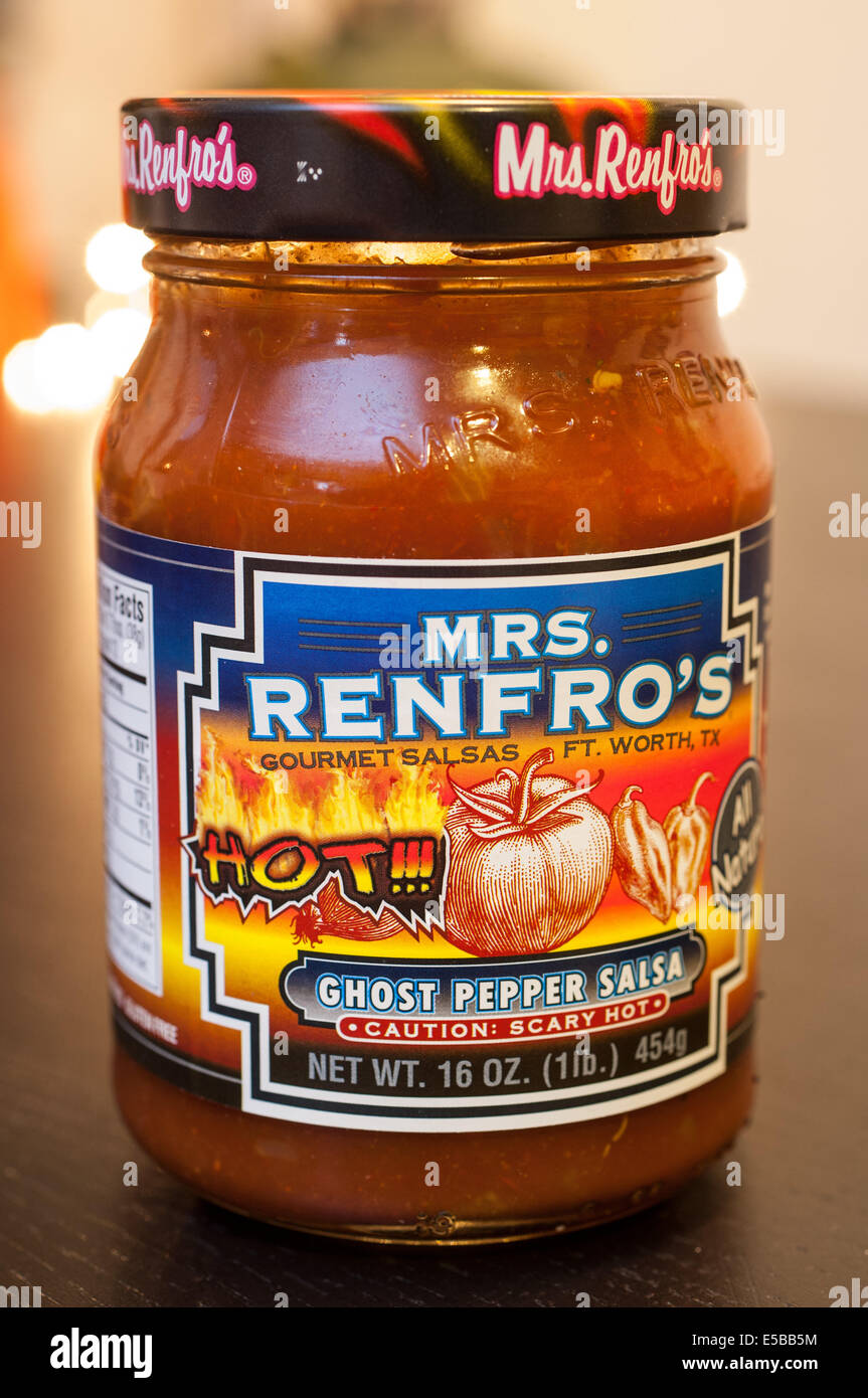 Ein Glas mit Frau Renfro heißen Salsa. Stockbild