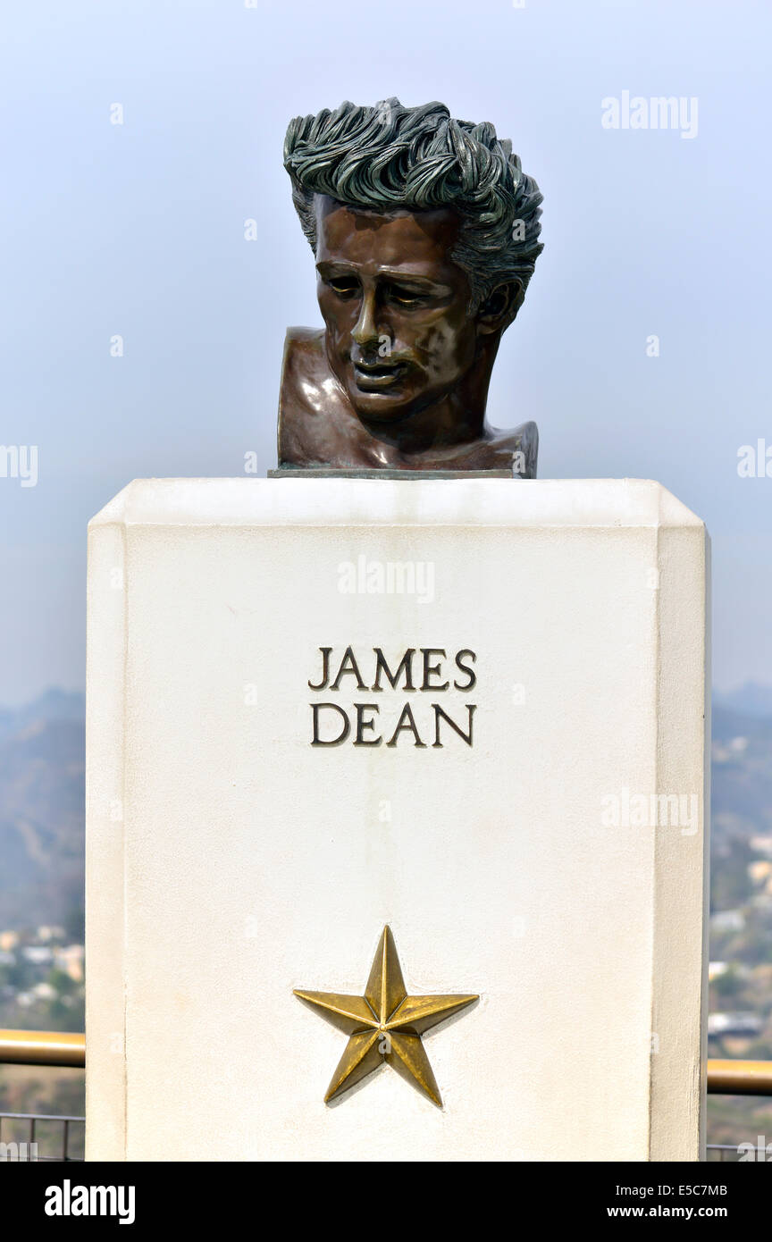 Der James Dean 'Rebel Without a Cause' Film Statue außerhalb der Sternwarte im Griffith Park, Los Angeles, Stockbild