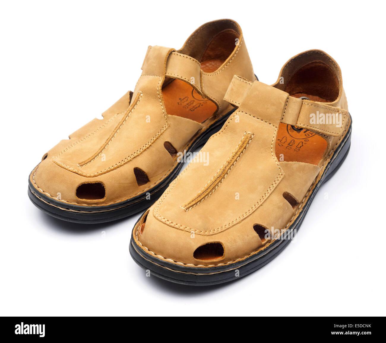 Herren Sandalen aus Leder schneiden Sie isoliert auf weißem Hintergrund  Stockbild cffbad3bbd
