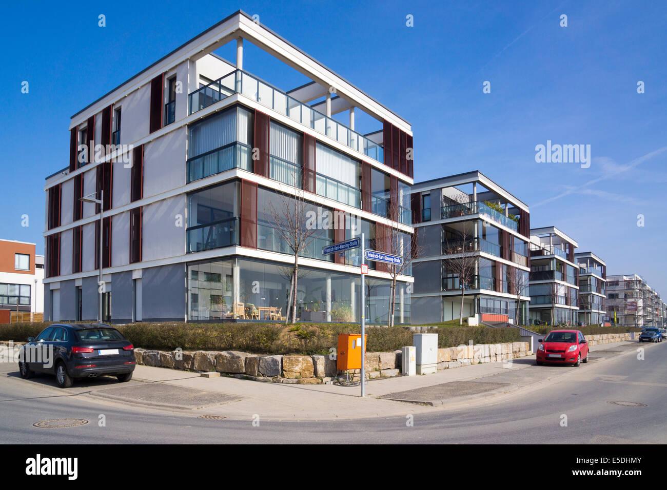 Ansprechend Moderne Mehrfamilienhäuser Referenz Von Deutschland, Hessen, Frankfurt-riedberg, Blick Auf Mehrfamilienhäuser