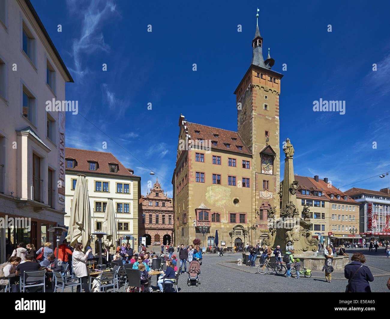 Altes rathaus grafeneckart mit brunnen w rzburg for Wurzburg pension mit fruhstuck