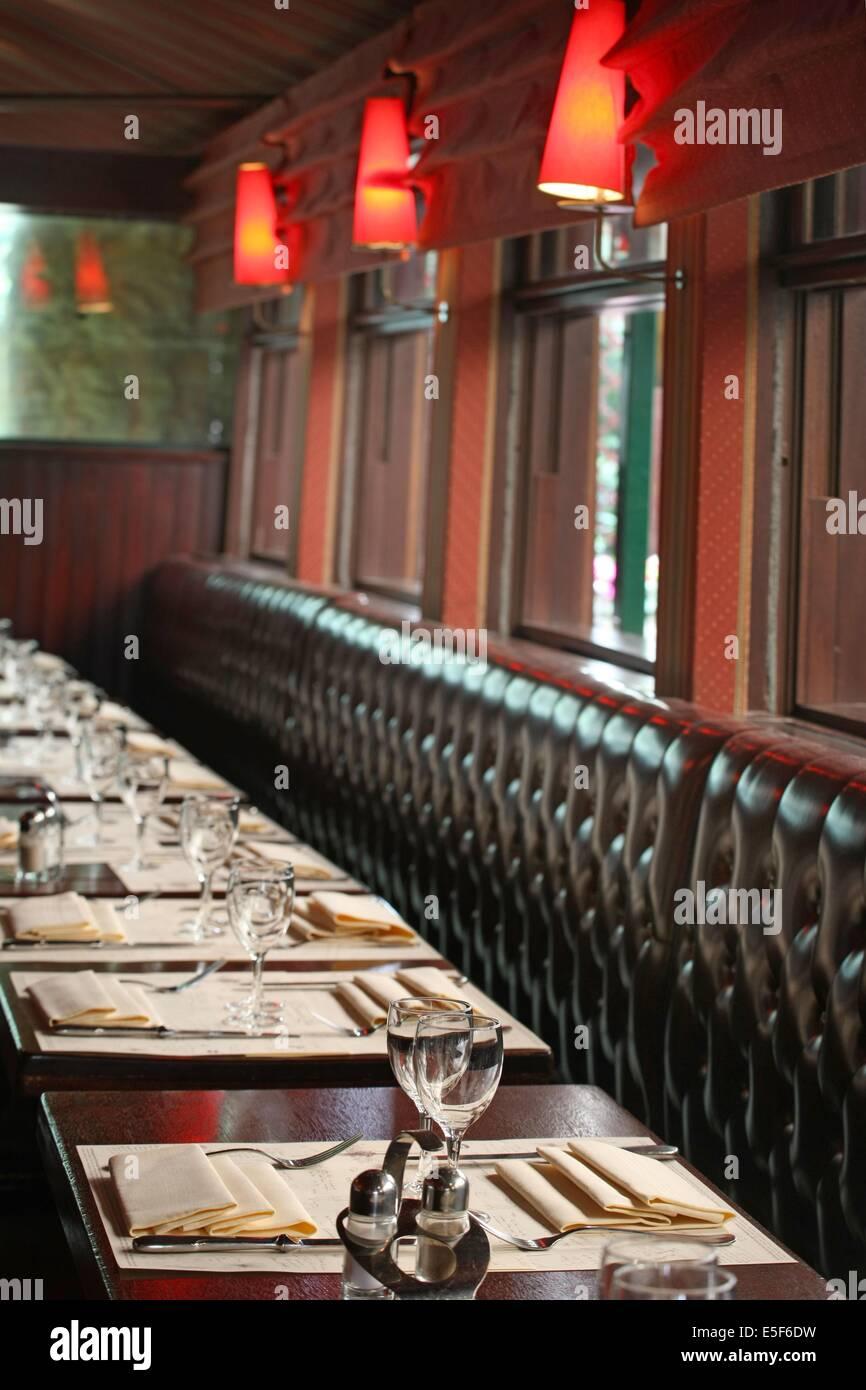 Restaurant Montparnasse Stockfotos & Restaurant Montparnasse Bilder ...